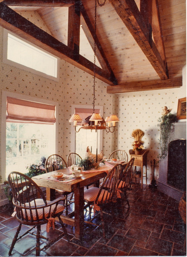 Cozy Breakfast Room featured in Better Homes and Gardens - Country Kitchen Ideas